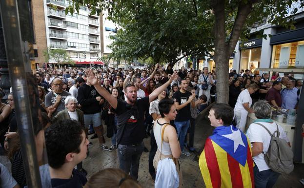Dos detenidos y dos policías heridos en pleno centro de Valencia. Quien son los reponsables?